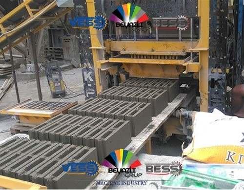 1-Pondeuse-Bloc-de-Beton-Machine-Brique-pave-bordure-Parpaing-presmak4